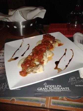 Hodelpa Gran Almirante Hotel & Casino: deliciosos Rollos de berenjena y plátano maduro!!