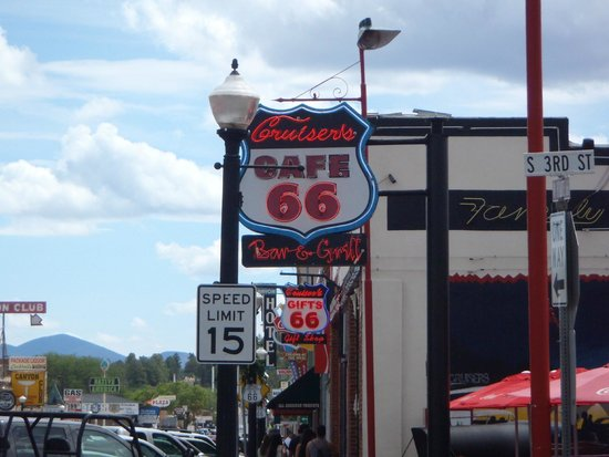 Cruisers Cafe 66: It does sit right on the old Route 66