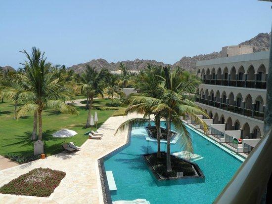 Al Bustan Palace, A Ritz-Carlton Hotel: Grounds