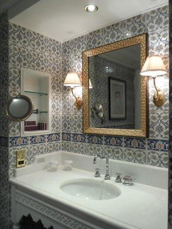 Al Bustan Palace, A Ritz-Carlton Hotel : Bathroom