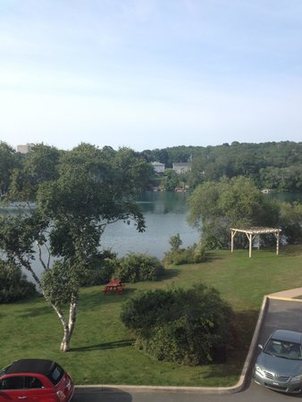 Best Western Plus Chocolate Lake Hotel : lake