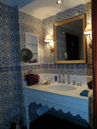 Al Bustan Palace, A Ritz-Carlton Hotel: Bathroom