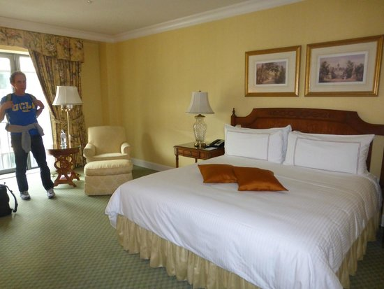 Regent Berlin: Our Spacious Room