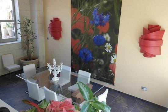 Palazzo Prince D'Orange Luxury Suites : Dining area on top level
