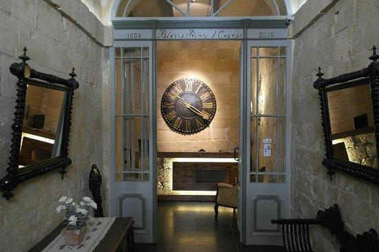 Palazzo Prince D'Orange Luxury Suites: Lobby entrance