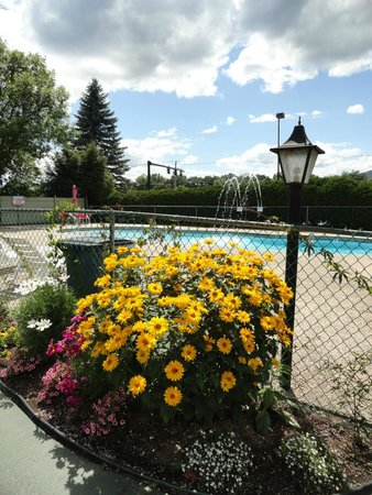 Green Granite Inn & Conference Center: Outdoor pool