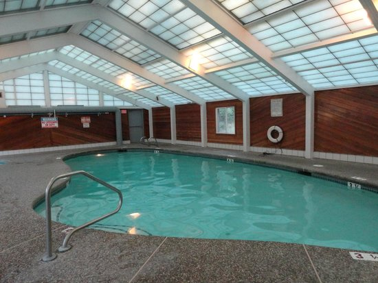 Green Granite Inn & Conference Center: Indoor pool