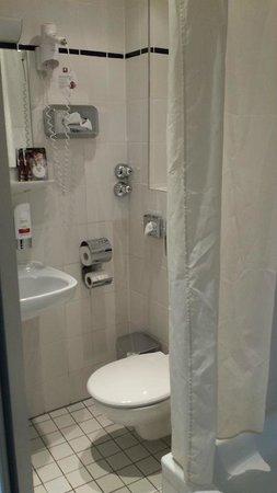 Leonardo Hotel Frankfurt City Center: Bathroom