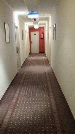 Leonardo Hotel Frankfurt City Center: Corridor