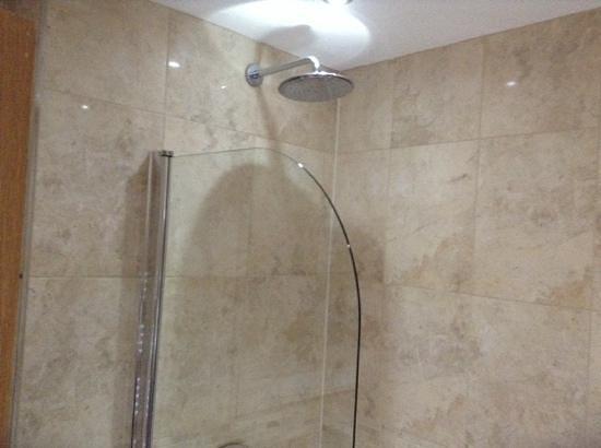 Westbeach Resort: rainfall shower
