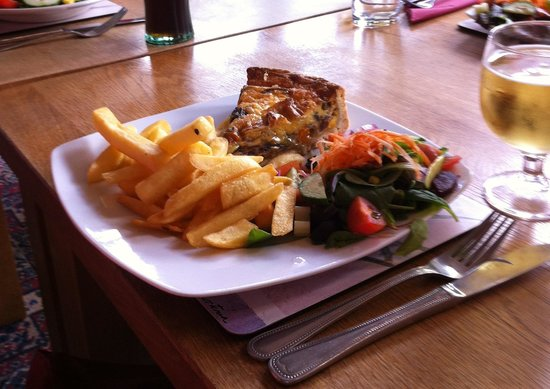 The Shepherd and Dog: Goat's cheese quiche - Yum!