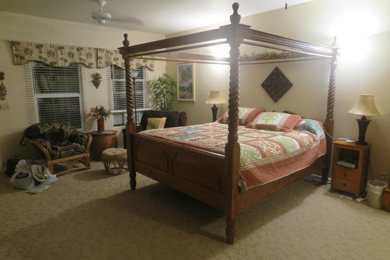 Island Goode's: King bed with two chairs in the background to relax in