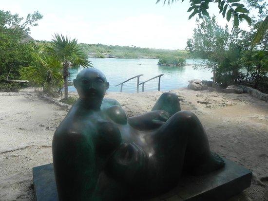 Yal-ku Lagoon: Escultura