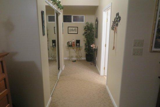 Island Goode's: Hallway leads to room service door