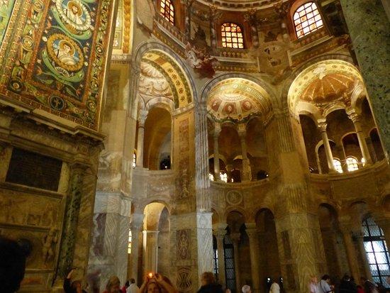 Basilica San Vitale: L'intérieur