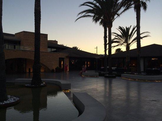 PortBlue Club Pollentia Resort & Spa : Eingangsbereich am Abend
