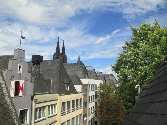 Lint Hotel Köln: Dachterrasse mit Domblick