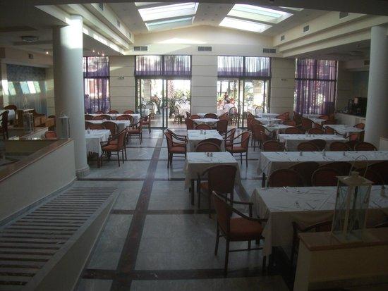 Club Marmara Rethymno Palace : a table