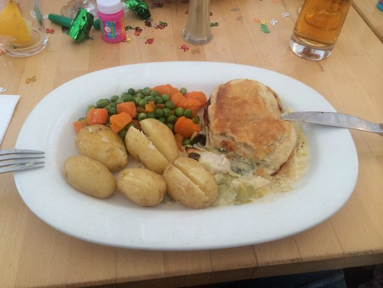 The Riverside Inn: Chicken and leek pie  Ropey veg  with new potatoes