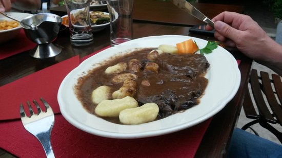 Konoba Dalmatino : House-speciality: Beef in Red Wine sauce and gnocchi