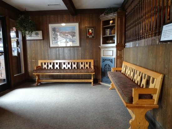 Peddler Steak House: Waiting areas inside the restaurant.