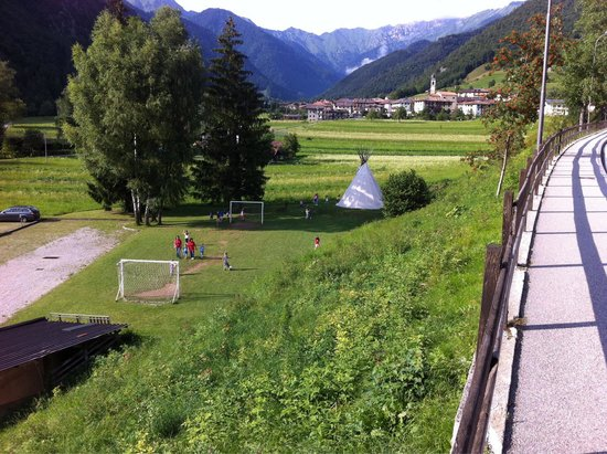 Kinderhotel Adriana : Altri giochi dietro l'hotel