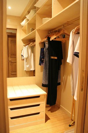 Grand Hotel Kronenhof: Walk-in wardrobe (room #621)