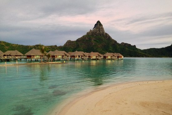 InterContinental Bora Bora Resort & Thalasso Spa : Morning shot of the mountain.