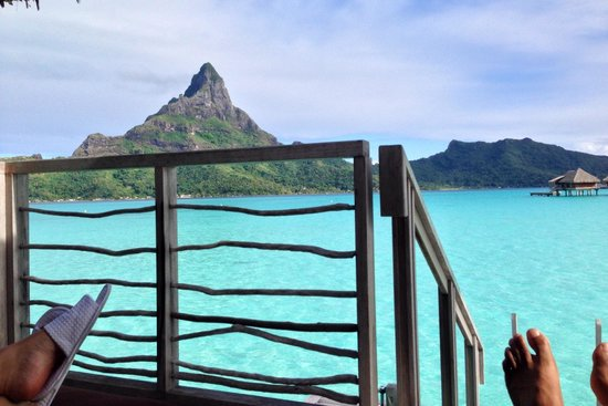 InterContinental Bora Bora Resort & Thalasso Spa : Awesome view from our deck as we laid out