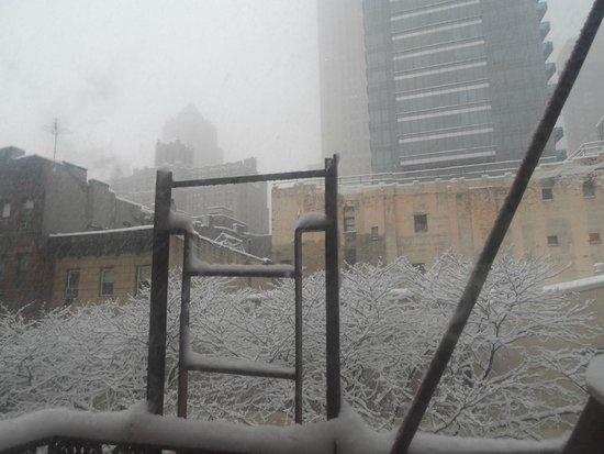 Econo Lodge Times Square : Vista desde la habitación mientras nevaba