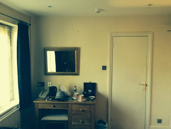 Dial House Hotel : one side of room