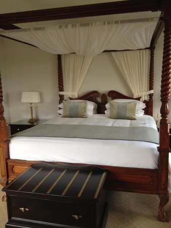 Knockranny House Hotel : Four Poster Bed