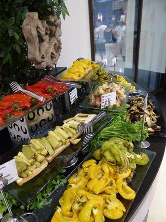 Susesi Luxury Resort : cold cooked vegetables in main buffet