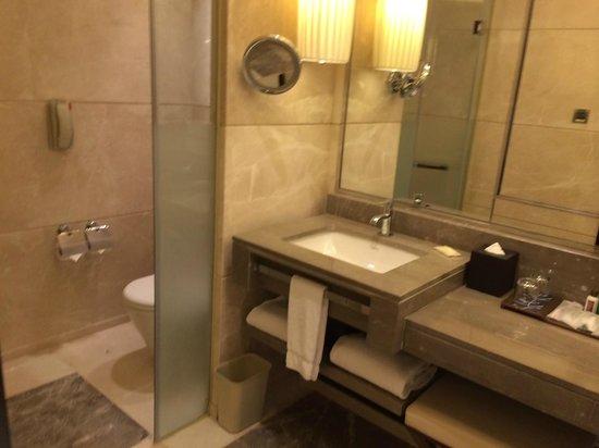 Sheraton Guangzhou Hotel : Suite 2001, Bathroom