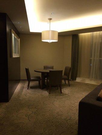 Sheraton Guangzhou Hotel : Suite 2001, Dining Area