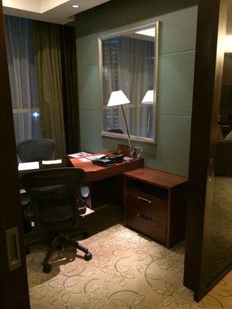 Sheraton Guangzhou Hotel : Suite 2001, Separate Office
