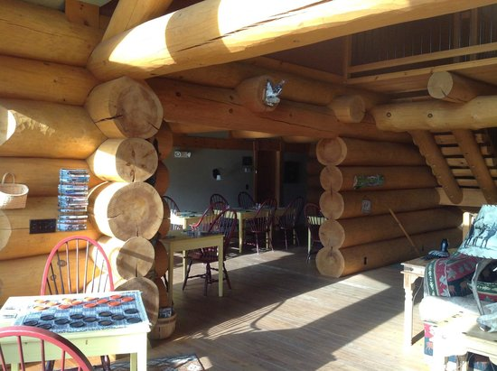 Bear Mountain Lodge: Breakfast Area
