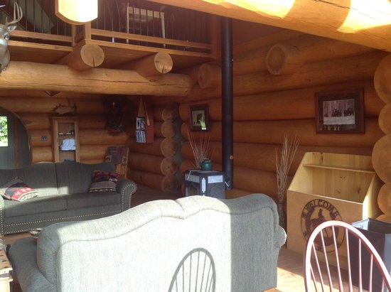 Bear Mountain Lodge: Living room
