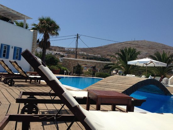 Chora Resort Hotel and Spa: The area of pool from my sun loungers