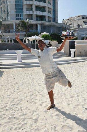 Sandos Cancun Lifestyle Resort: Rosalio
