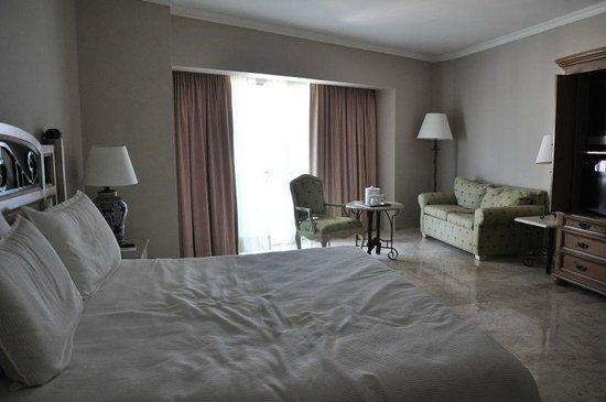 Sandos Cancun Luxury Resort : our room.