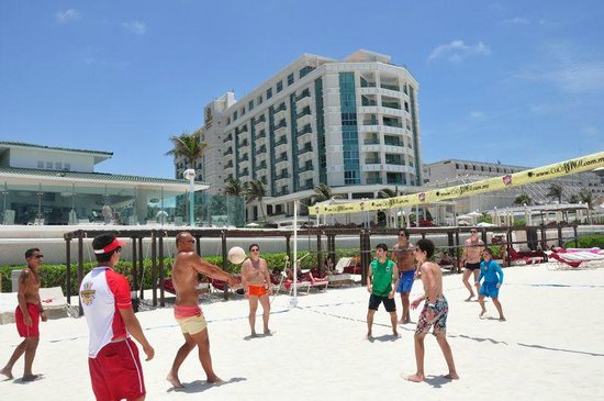 Sandos Cancun Lifestyle Resort: beach