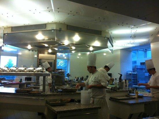 Restaurant Saisons Institut Paul Bocuse: les cuisines