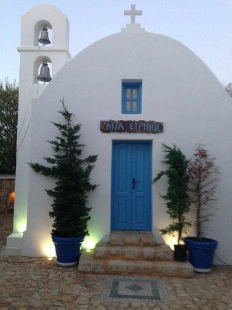 Chora Resort Hotel and Spa: Agia Irini the small church inside the area of hotel