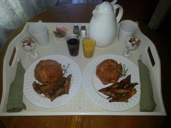 The Foxglove Inn: Breakfast - Day 1