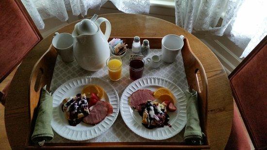 The Foxglove Inn: Breakfast - Day 3