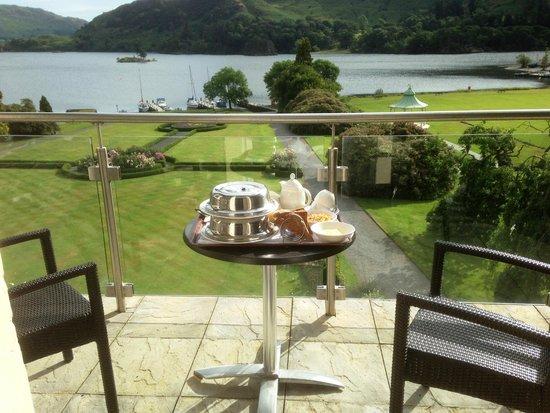 Inn on the Lake: Breakfast on balcony