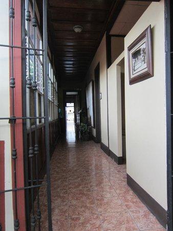 Hotel Los Volcanes B&B: Central corridor