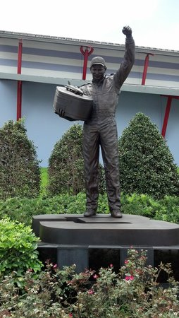 Daytona International Speedway : Dale Earnhardt statue