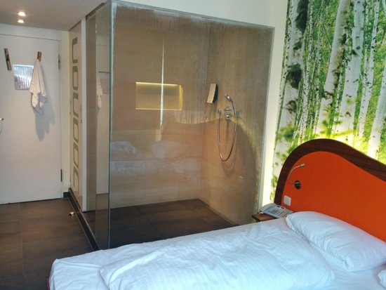 Dusche Mitten Im Raum die dusche mitten im raum picture of cocoon stachus munich
